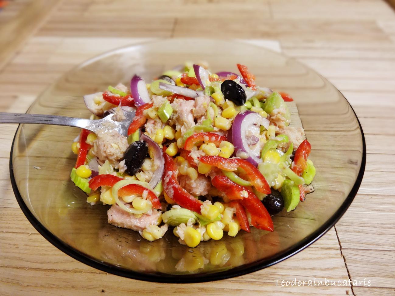 Salata de ton cu legume si masline