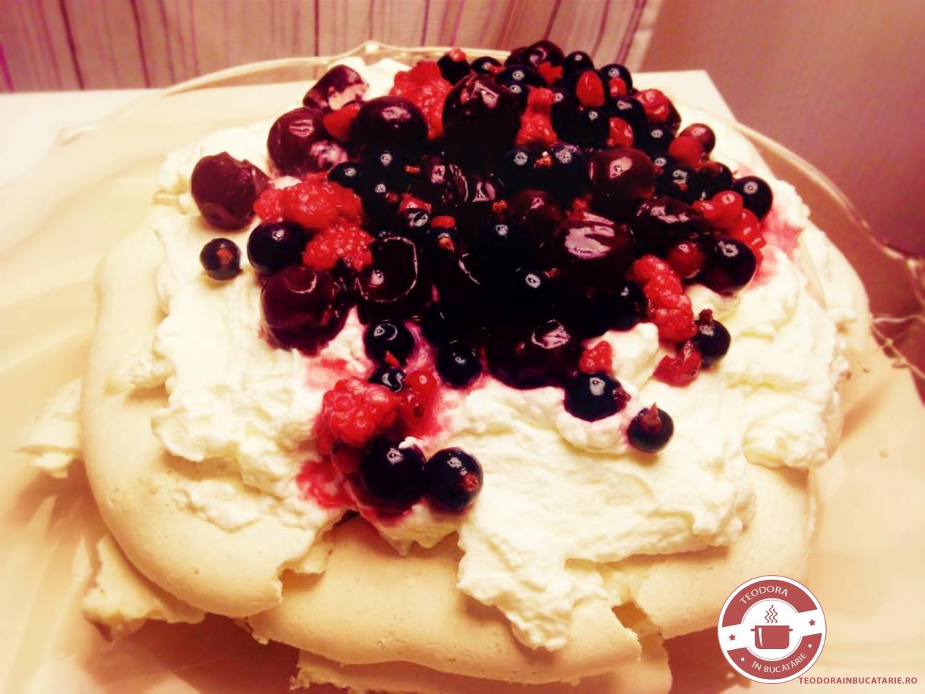 Pavlova cu fructe